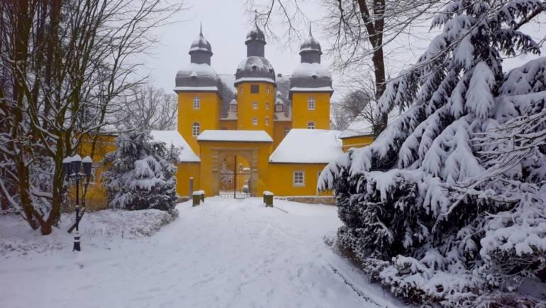 Weiß steht dem Jagdschloss auch ziemlich gut!